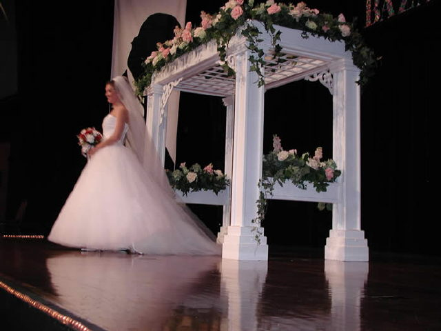 Where to find WEDDING ARBOR, WHITE WOOD in Lexington